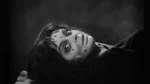 Barbara Steele en La máscara del demonio