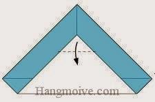 Bước 3: Gấp góc của lớp giấy trên cùng xuống dưới.