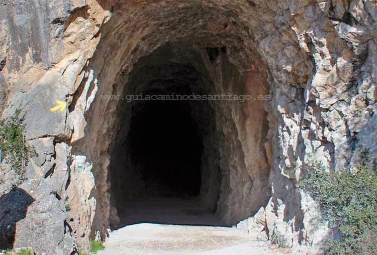 Primero de los túneles del Camino Aragonés en la foz de Lumbier.