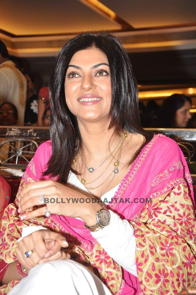 Sushmita Sen at Dr Shefali's daughter's mehndi