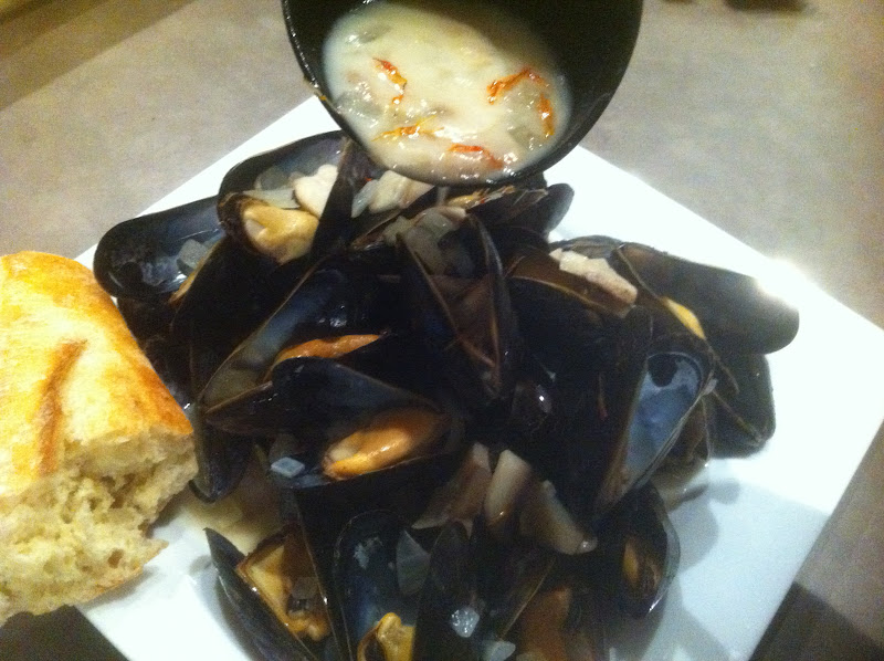 a second glance.: Mussels with saffron-cream sauce