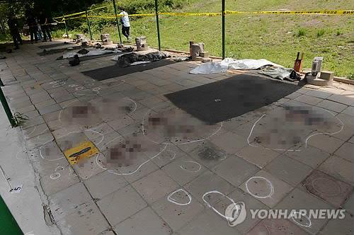 Marcas forenses en el campo de tiro donde un soldado coreano mató a dos compañeros