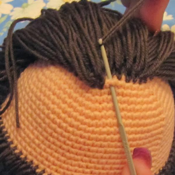 Волосы вязаной кукле из пряжи мастер класс
