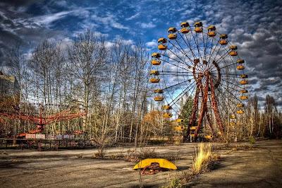 Pripyat, μια πόλη περίπου 50.000 κατοίκων, παντελώς εγκαταλειμμένη μετά από τη κοντινή πυρηνική καταστροφή του Τσερνομπίλ το 1986. Λόγω της ακτινοβολίας, έχει μείνει ανέγγιχτη από τότε, και θα είναι για πολλές χιλιάδες χρόνια στο μέλλον. Η φύση κυβερνά τώρα την πόλη, σε αυτό που μοιάζει με μια ταινία αποκάλυψης_