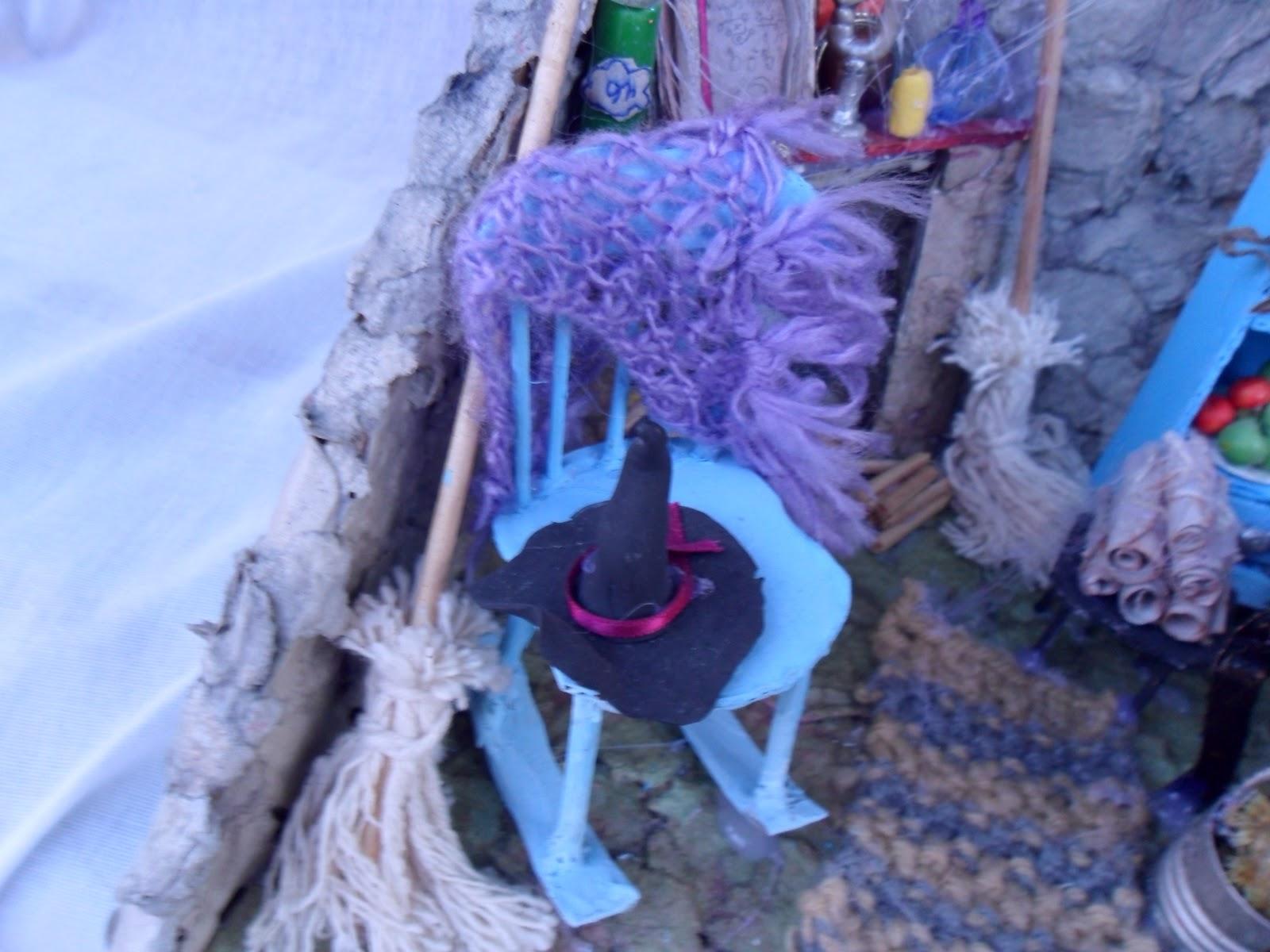 Casa da Bruxa Morgana: Cadeira de balanço chapeu vassoura xale. #0F4FBC 1600x1200