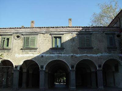 cortile castello Nelson