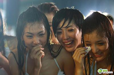 Foto Hot Cewek Amoy Lagi Basah-basahan