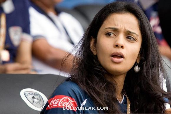 Gayatri Reddy deccan chargers 2 - (2) - Gayatri Reddy Hot Pics at IPL Matches