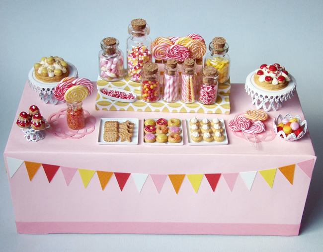 http://3.bp.blogspot.com/-Avs94dNU2hg/Tlza-k-fVSI/AAAAAAAABUc/wPHwHbcEA_s/s1600/DessertTable_PinkCandy_6.jpg