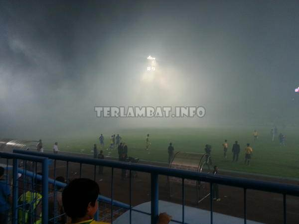 Asap Arema VS Persela