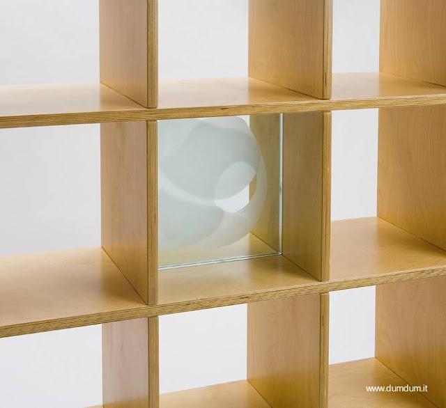Pieza de mobiliario moderno de madera