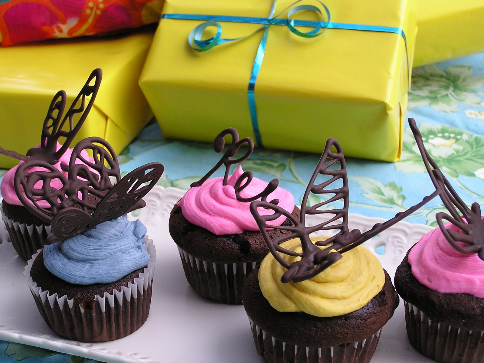 Cake Decorations For Cupcakes : Everything Old: How To: Make Chocolate Butterfly Cake ...
