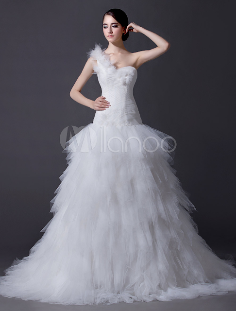 Ivory A-line One-Shoulder Ruched Chapel Train Tulle Wedding Dress For Bride
