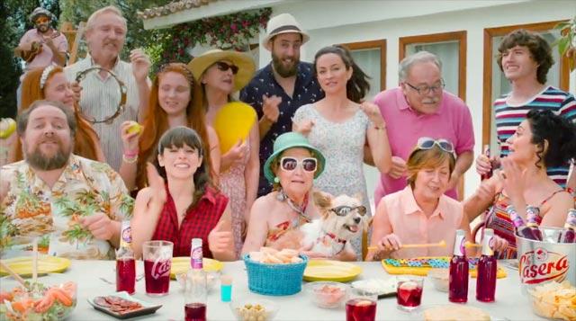 La Familia Sandoval canta en el anuncio del Tinto de Verano La Casera