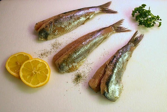 pescado azul, fuente natural de vitamina F