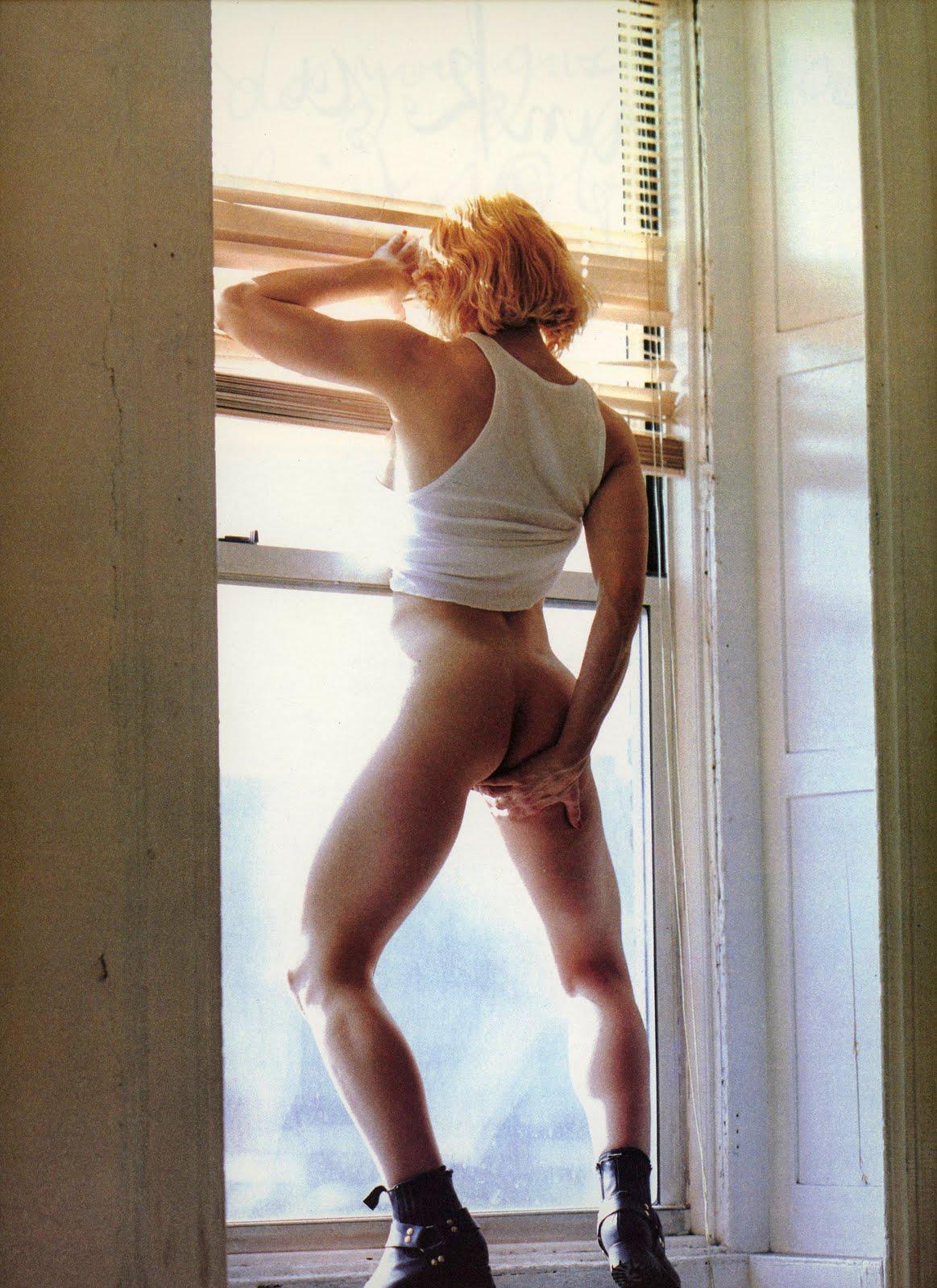 http://3.bp.blogspot.com/-AwyIcCk-pzg/ThLjH3fPfNI/AAAAAAAAN5o/rzK8QKJ3sVM/s1600/madonna+sex+queen+pop.jpg