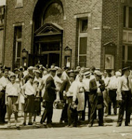 Depositors wait to try to withdraw their money from the Erie National Bank, Sixth and Erie streets, 1931 (Pa. Historical Society)
