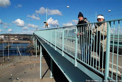 föräldrar på götaälvbron, bron över göta älv, göteborg, älven, frihamnen, foto anders n