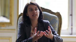 La ministre du Logement, Cécile Duflot, dans le bureau de son ministère,