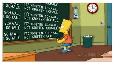 bart simpson escribiendo en la pizarra el nombre corregido de la actriz kristen schaal