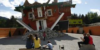 Foto Rumah Terbalik Dari Austria