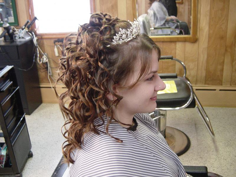 Pictures of Curly Prom Hairstyles