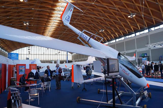 szd.com.pl stoisko wloskiej firmy Alisport na Aero Friedrichshafen 2013