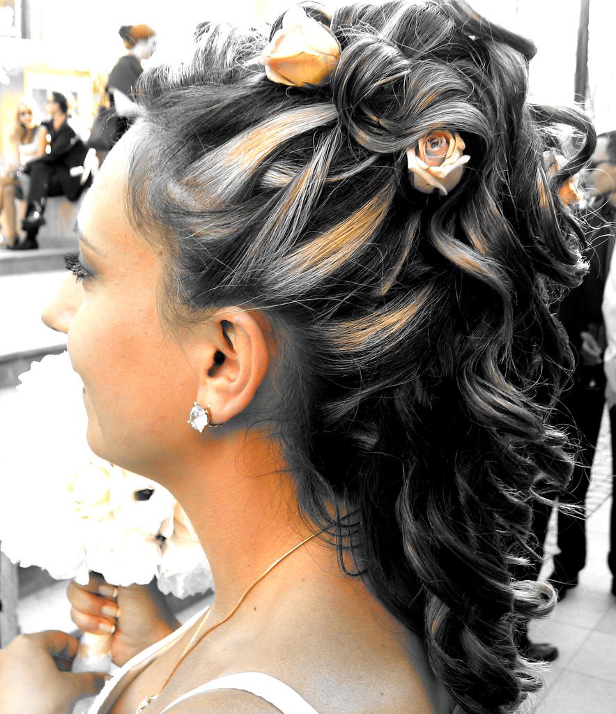 Прическа на длинные волосы игры