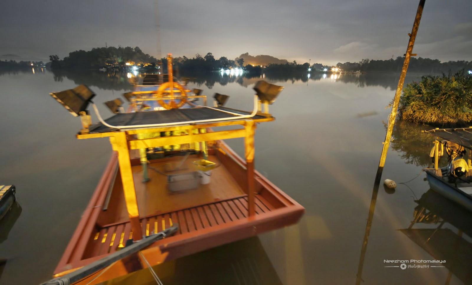 Bot nelayan waktu malam