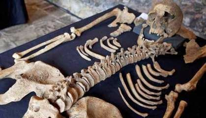 Penelitian tulang belulang di london mengenai akibat Sampar Hitam