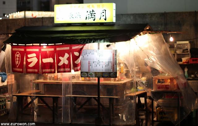 Yatai sin clientes en Fukuoka