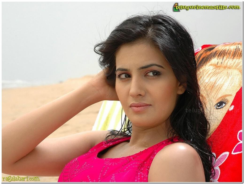 Unseen Tamil Actress Images Pics Hot: Anjali black dress
