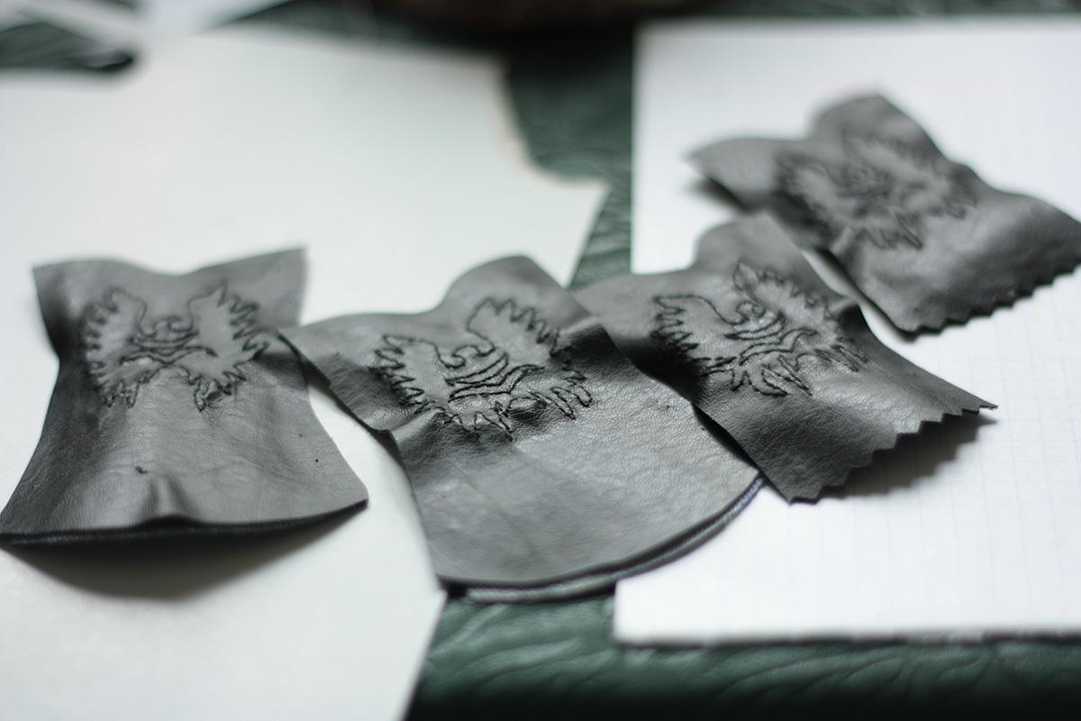 Миниатюрные сапоги для куклы