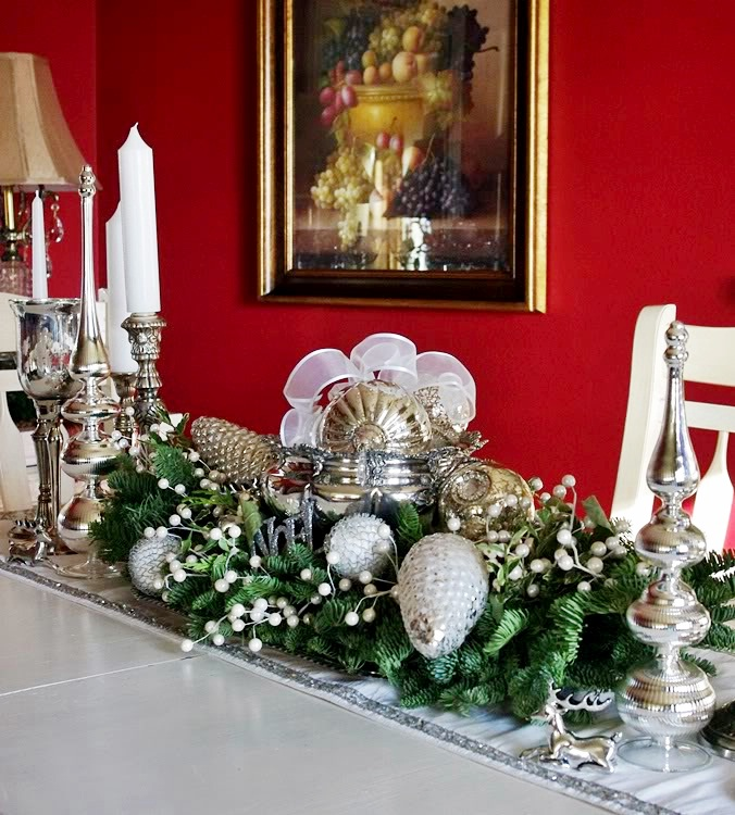 Happy to design christmas dining room a sparkling white for Christmas centerpieces for dining room table