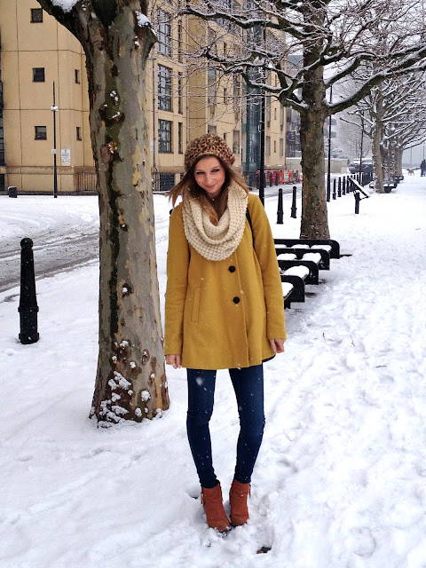 leopard_yellow_coat_winter