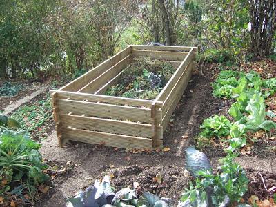 jura garten gelungenes werk hochbeet mit kompostbewirtschaftung. Black Bedroom Furniture Sets. Home Design Ideas