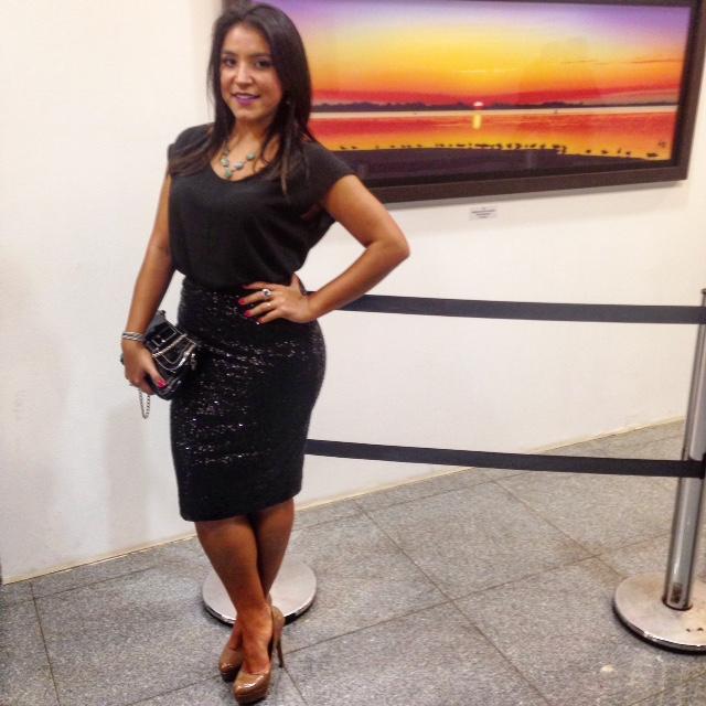 All black: Camisa de Cetim e Saia de Paetês