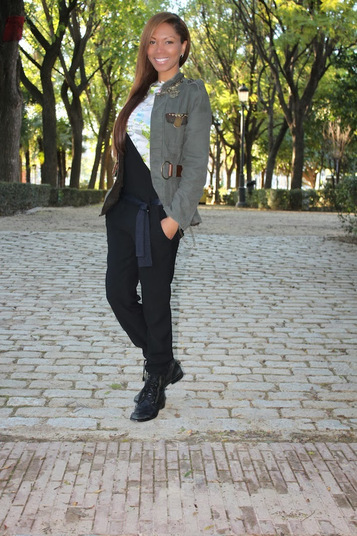 Blusa estampada by Christie Herrera, peto de Zara, Cazadora de La Nenette, botas de Urban Outfitters.