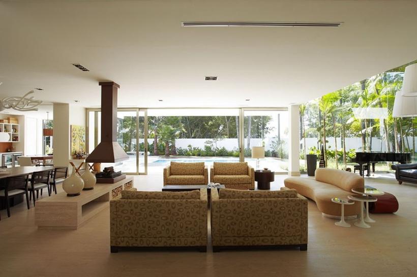 Living room in The Morumbi Residence by Drucker Arquitetura