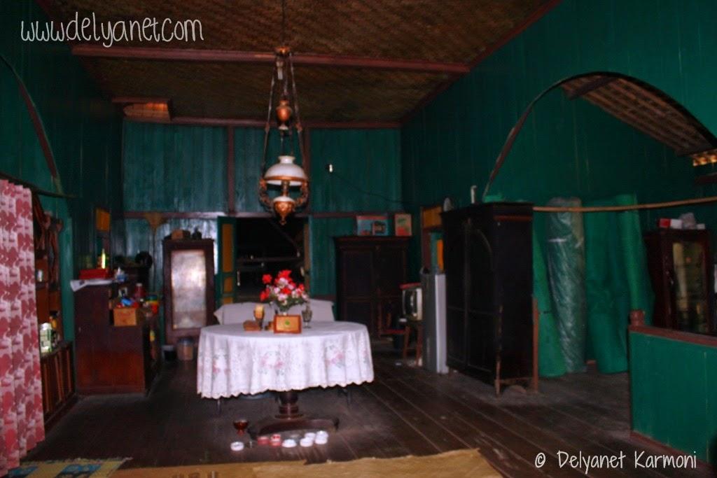 Ruang tengah rumah adat Kampung Urug