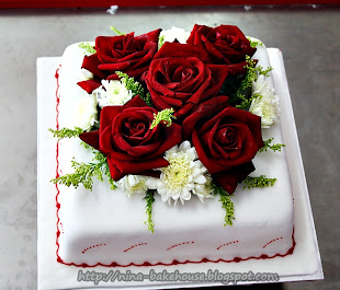 FONDANT CAKE DECO WITH FRESH FLOWERS