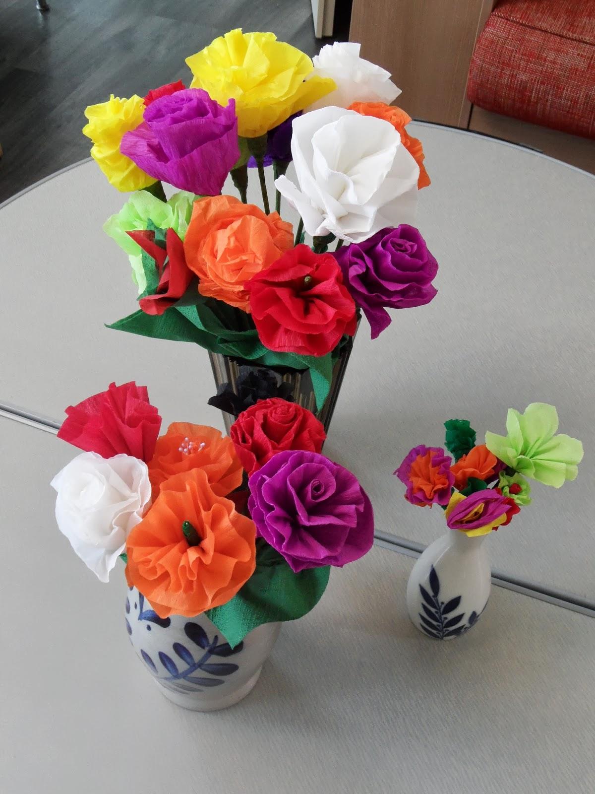 Knutselen bloemen maken met papier of stof gezinsbond heule - Maken van zijn boekenkast ...