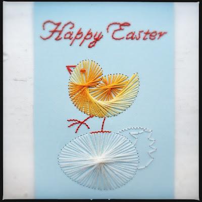 Broderet kort med påskekylling og æg