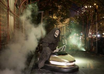 http://www.dailymail.co.uk/news/article-2477287/Banksy-puts-grim-reaper-riding-bumper-car-New-York-street-Halloween-installation.html