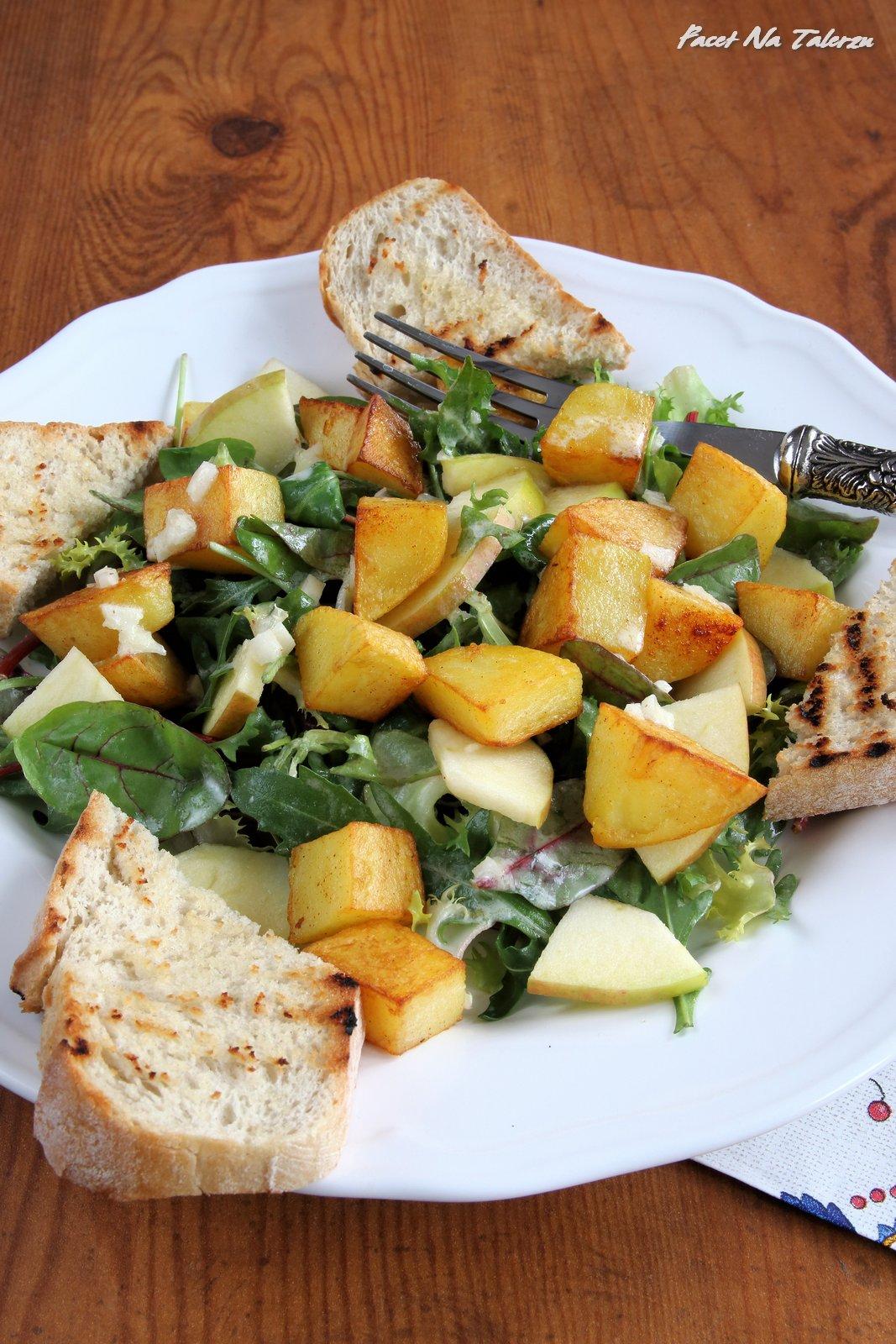 Sałatka z ziemniakami i jabłkiem