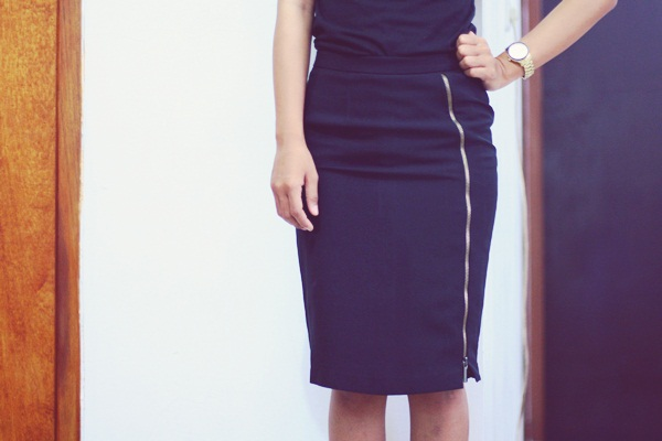 zipped slit pencil skirt