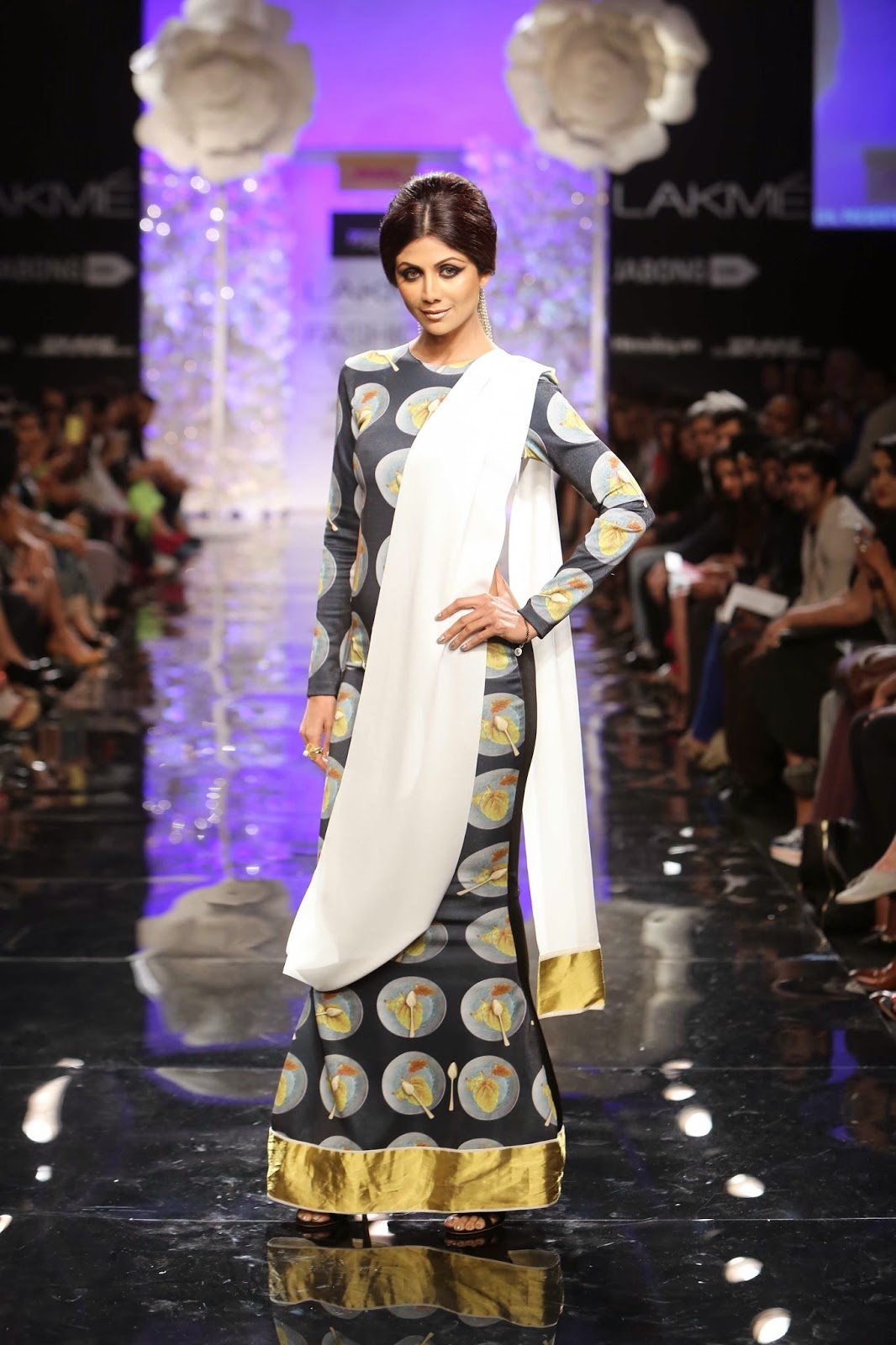 Shilpa shetty on the ramp for Masaba Gupta...www.aquaintperspective,blogspot.com