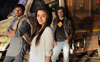 Hot Alia Bhatt, Randeep Hooda Highway Wallpaper