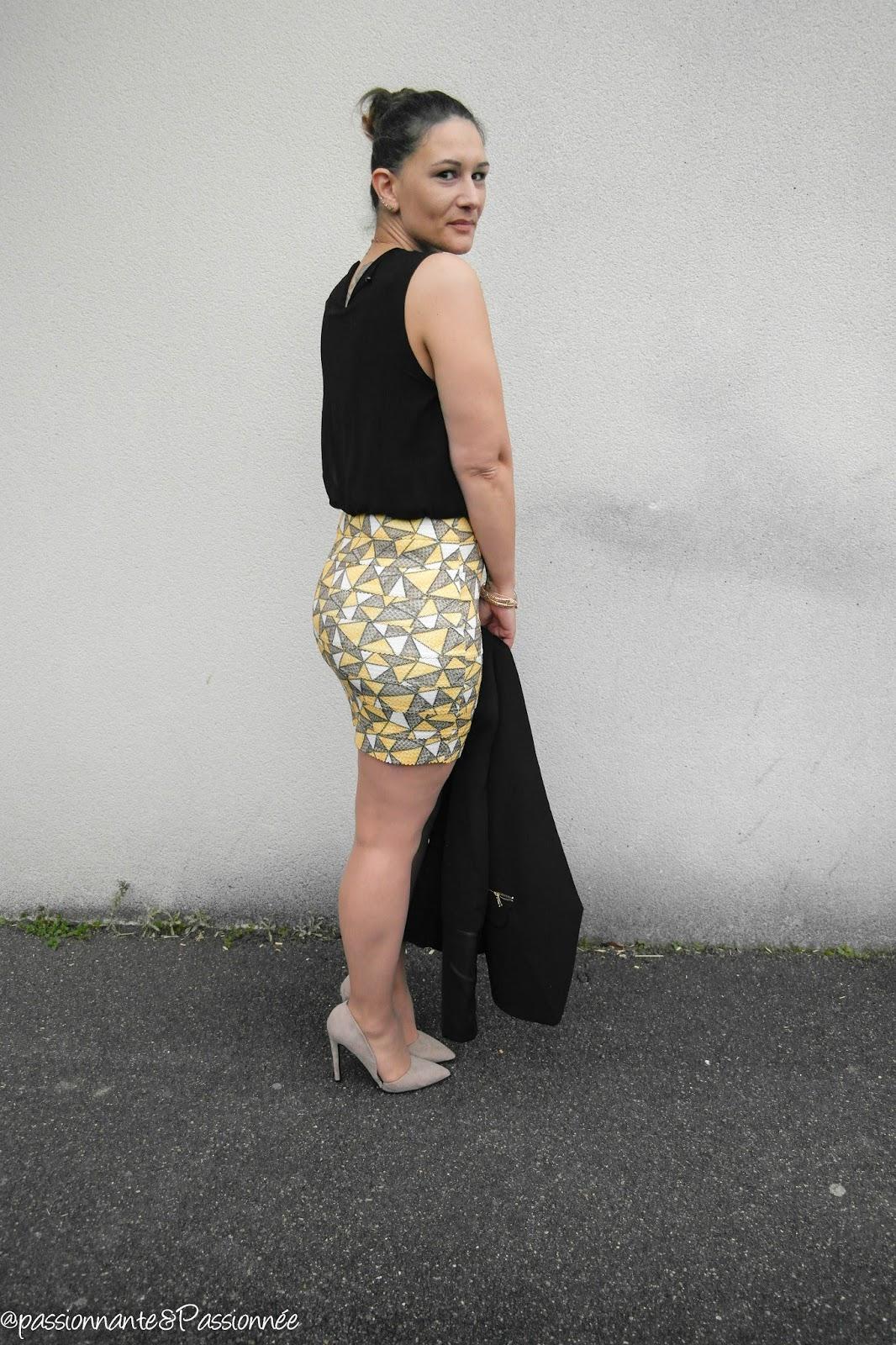 robe jaune et escarpins