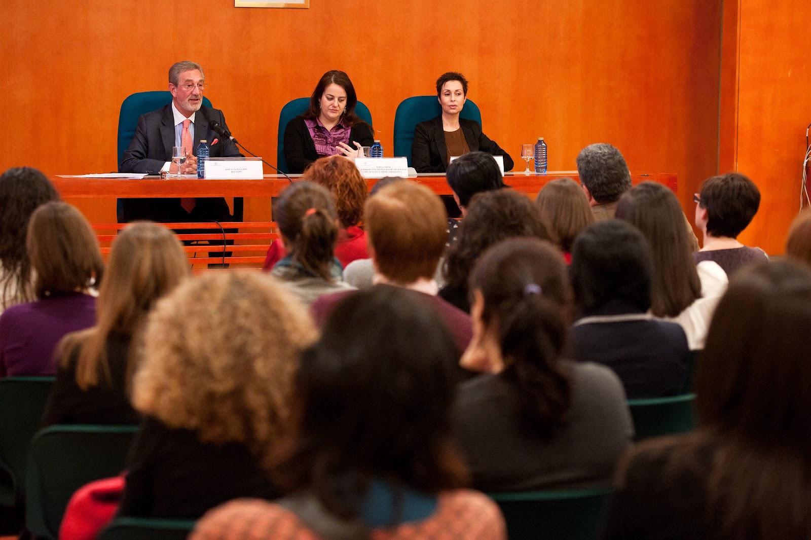 José Luis Delgado, Teresa Nozal y Olga Casal en el acto de inauguración del II Postgrado de Protocolo, Comunicación e Imagen Corporativa de la Uniersidade da Coruña